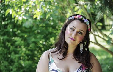 Der Frühling kommt : Blumen Maxi Kleid mit silbernen Pumps